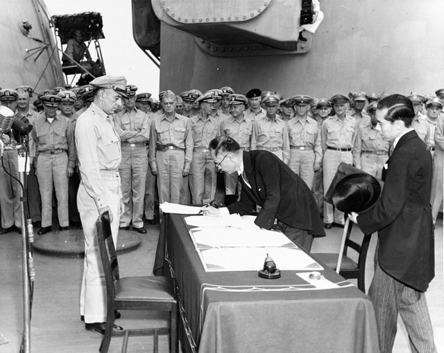 1024px-Mamoru_Shigemitsu_signs_the_Instrument_of_Surrender,_officially_ending_the_Second_World_War_-_Alt.jpg